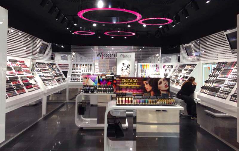 Wjcon – Allestimento store con espositori cosmetici
