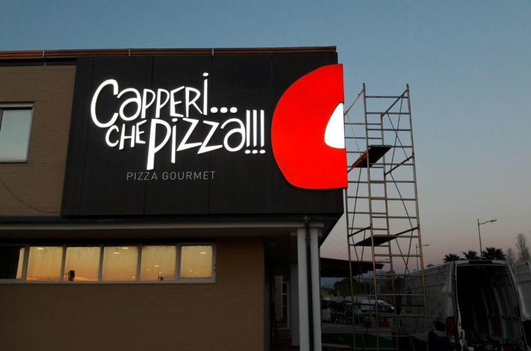 Capperi che pizza – Insegne luminose