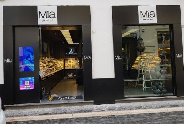 Allestimento punto vendita Mia Makeup – Caserta